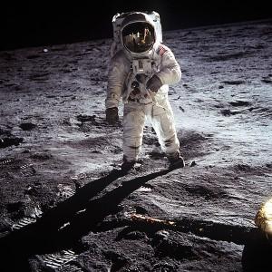 عکس دیجیتال از سفر آپولو ۱۱